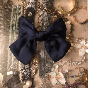 Large bow hair clip in navy .